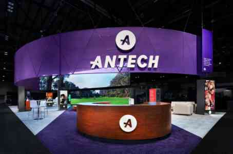 Antech's tradeshow booth at the Veterinary Expo, 2020. The booth is purple and has a large flat screen.